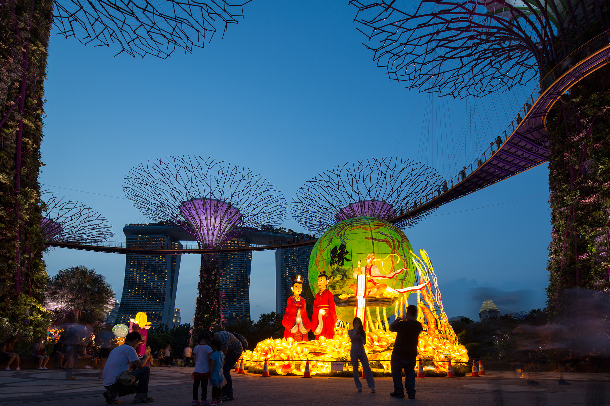 this mid autumn light up your lantern with your smartphone at gardens by the - Garden By The Bay Mid Autumn Festival 2016