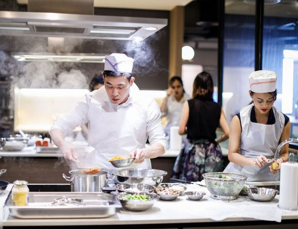 OUE Social Kitchen Brings You Singapore's First Communal Cooking Experience