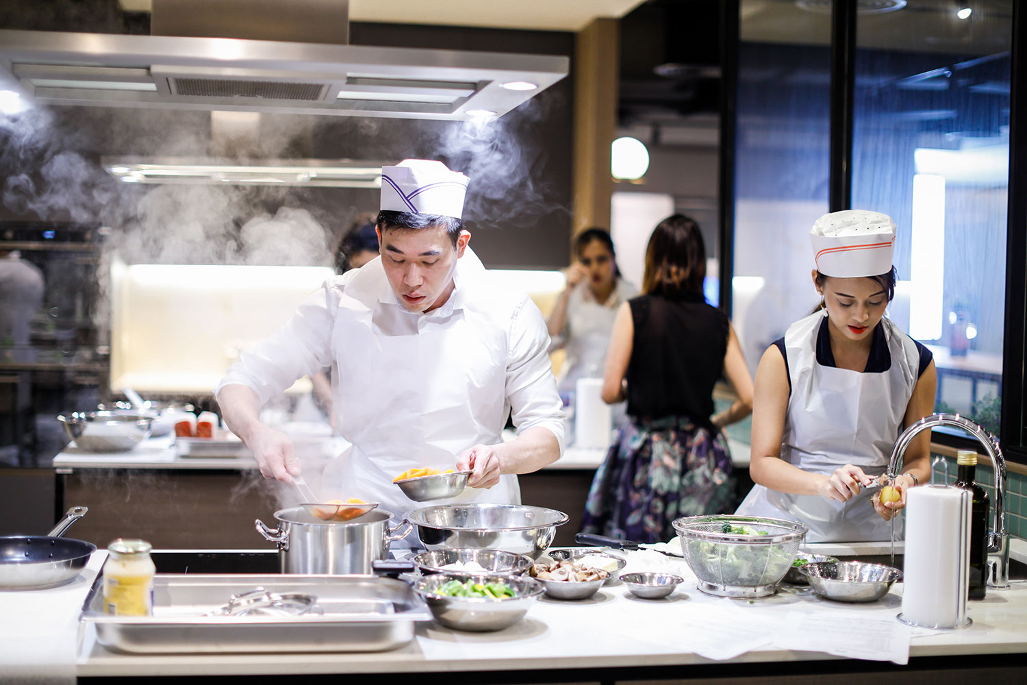 OUE Social Kitchen Brings You Singapore\'s First Communal Cooking ...