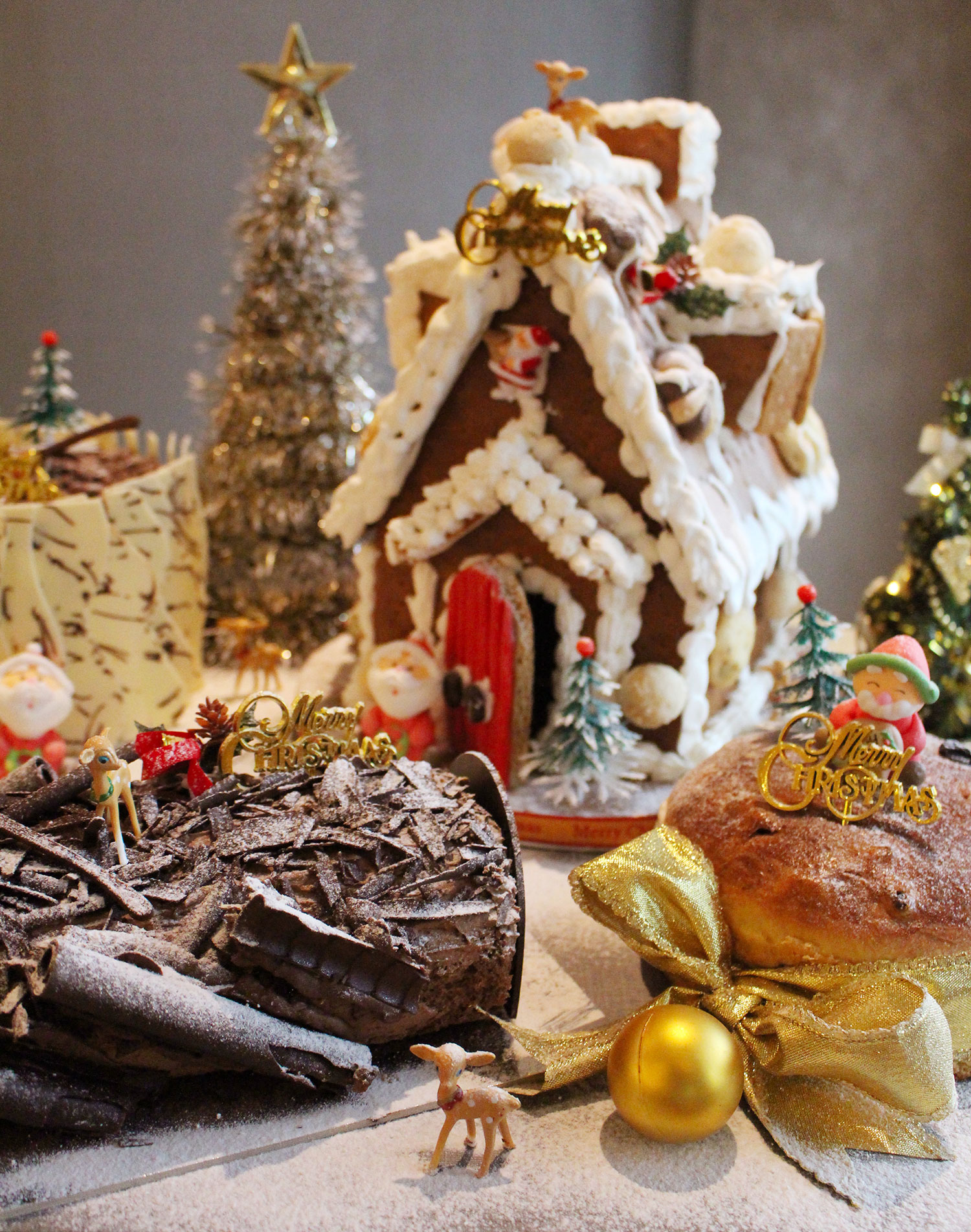 Xmas-Logcakes-and-Gingerbread-house