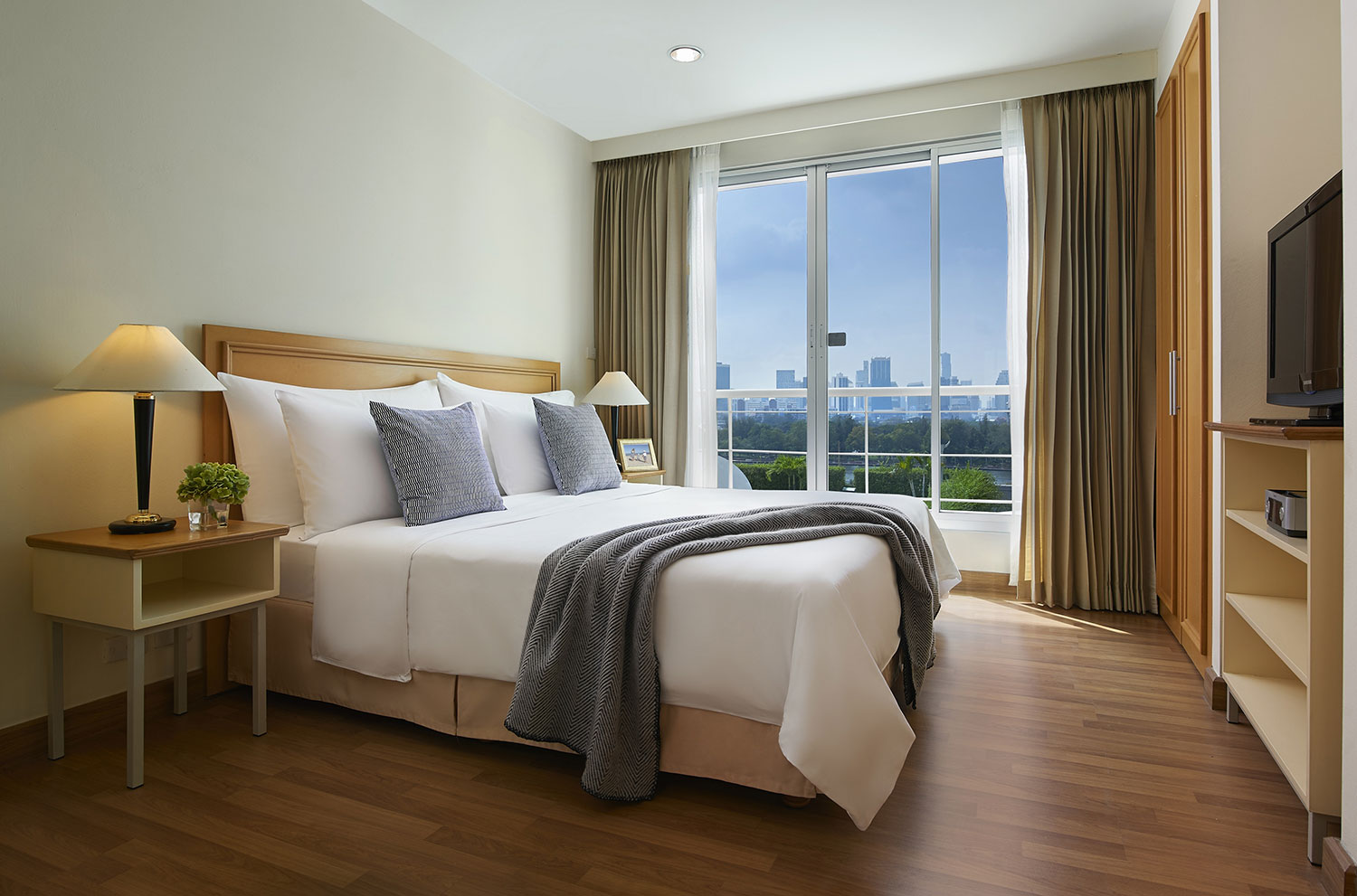 Shama-Lakeview-Asoke-Bangkok_Two-Bedroom-Executive_Master-Bedroom