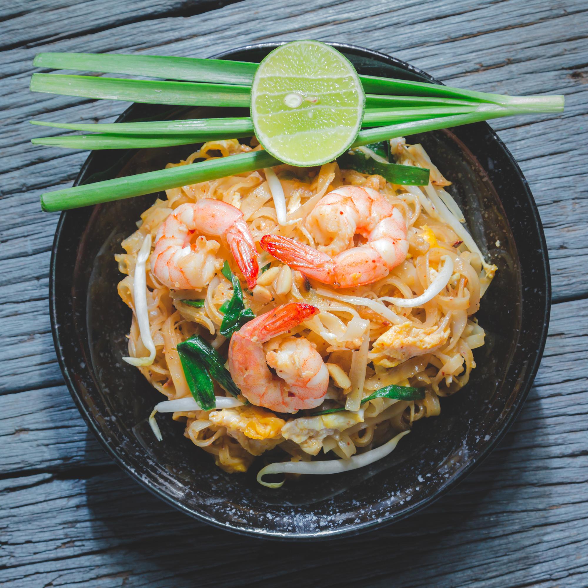 Pad-Thai-(Rod-Fai-Market-2)