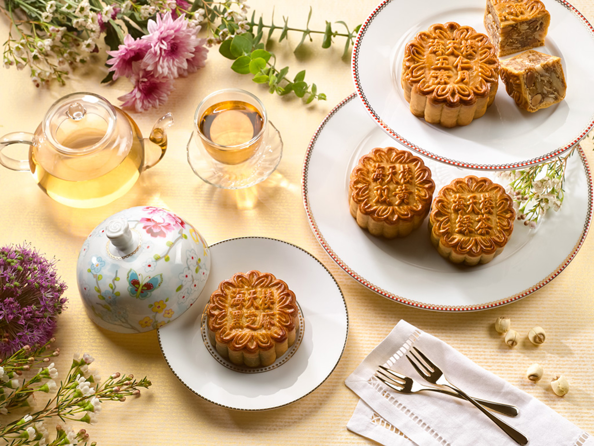 Traditional-Four-Treasures-Baked-Mooncakes