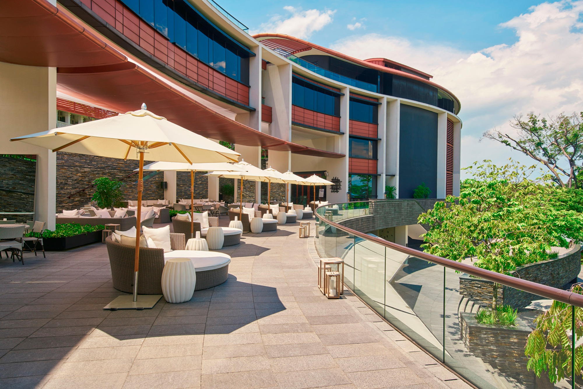 bobs-bar-outdoor-terrace