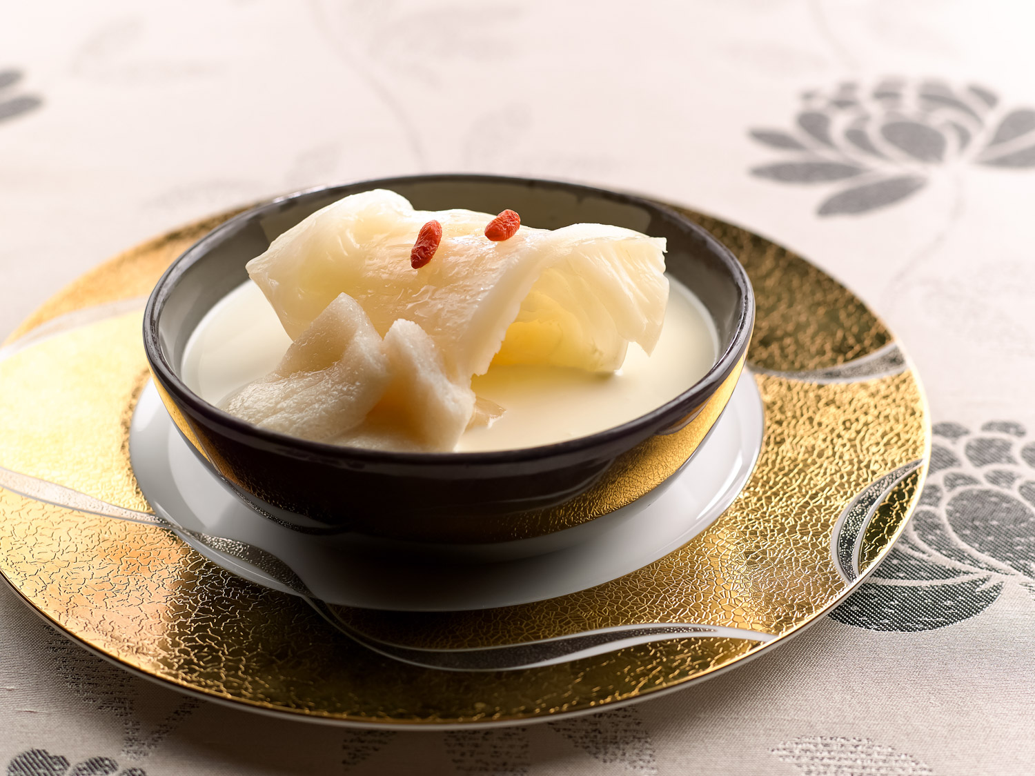 Double-boiled Fish Maw with Bamboo Pith in Fish Bone Broth (竹笙花胶鱼骨汤)