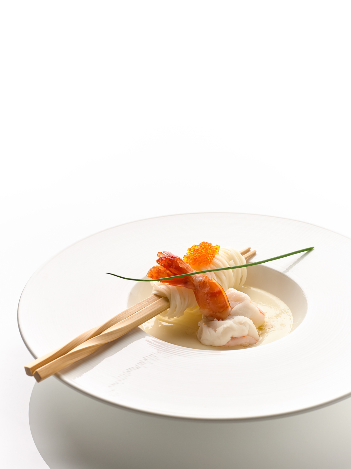 Steamed King Prawn with Inaniwa Udon in Egg White and Chinese Wine (花雕蛋白蒸大虾稻庭面)