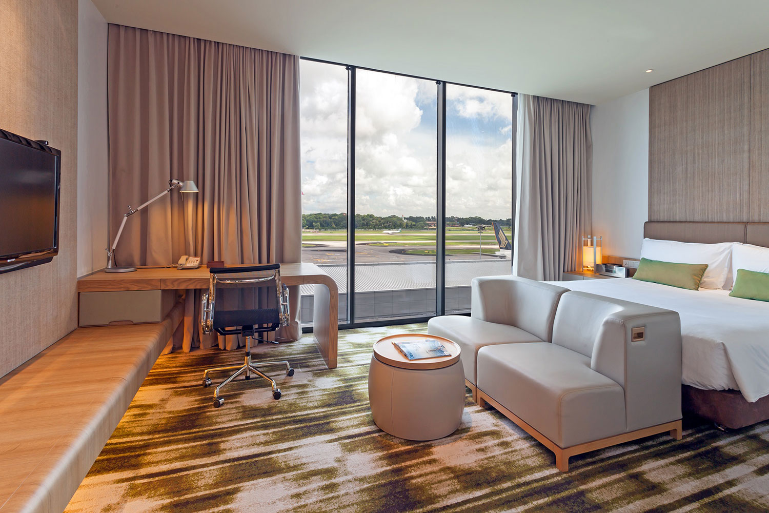 Crowne Plaza Changi Airport (Main-Building) Runway View Room