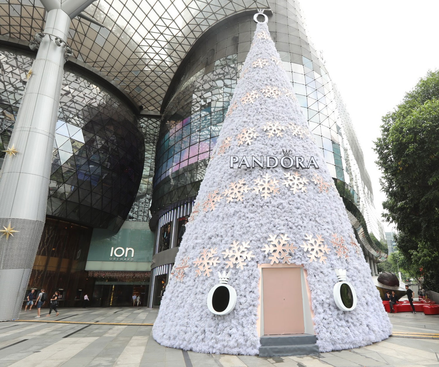 ION Orchard Christmas Tree 2017 decorated by PANDORA