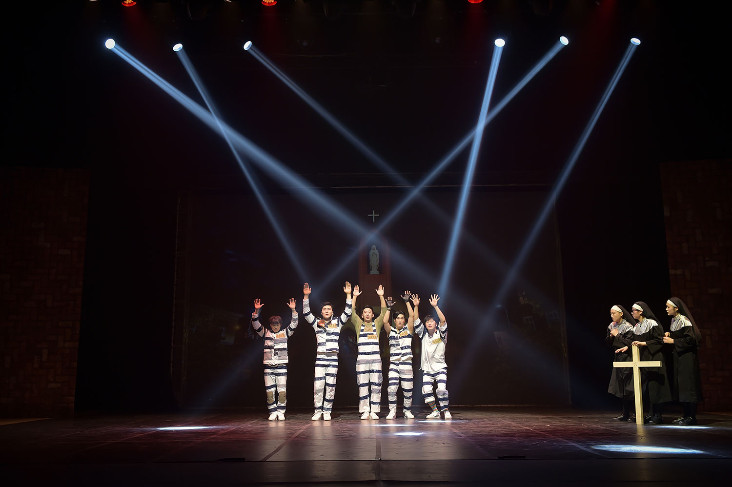 Break Out - The Most Popular and Dynamic K-Dance Extreme Comedy from Korea is Back!