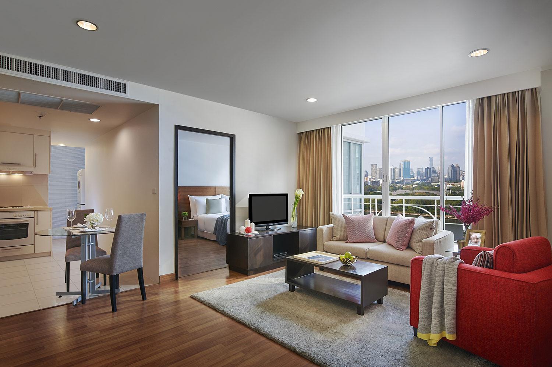 Shama-Lakeview-Asoke-Bangkok_One-Bedroom-Premier_Living-Room