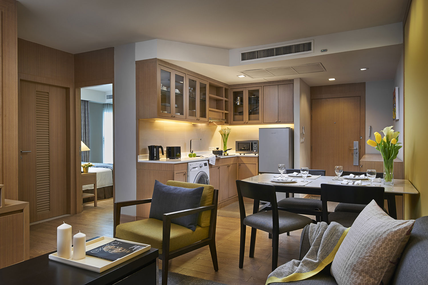 Shama-Lakeview-Asoke-Bangkok_Two-Bedroom-Deluxe-_Living,-Dining-and-Kitchen