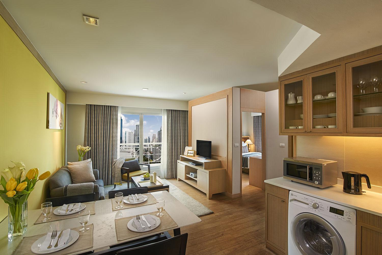 Shama-Lakeview-Asoke-Bangkok_Two-Bedroom-Deluxe_Living-Room