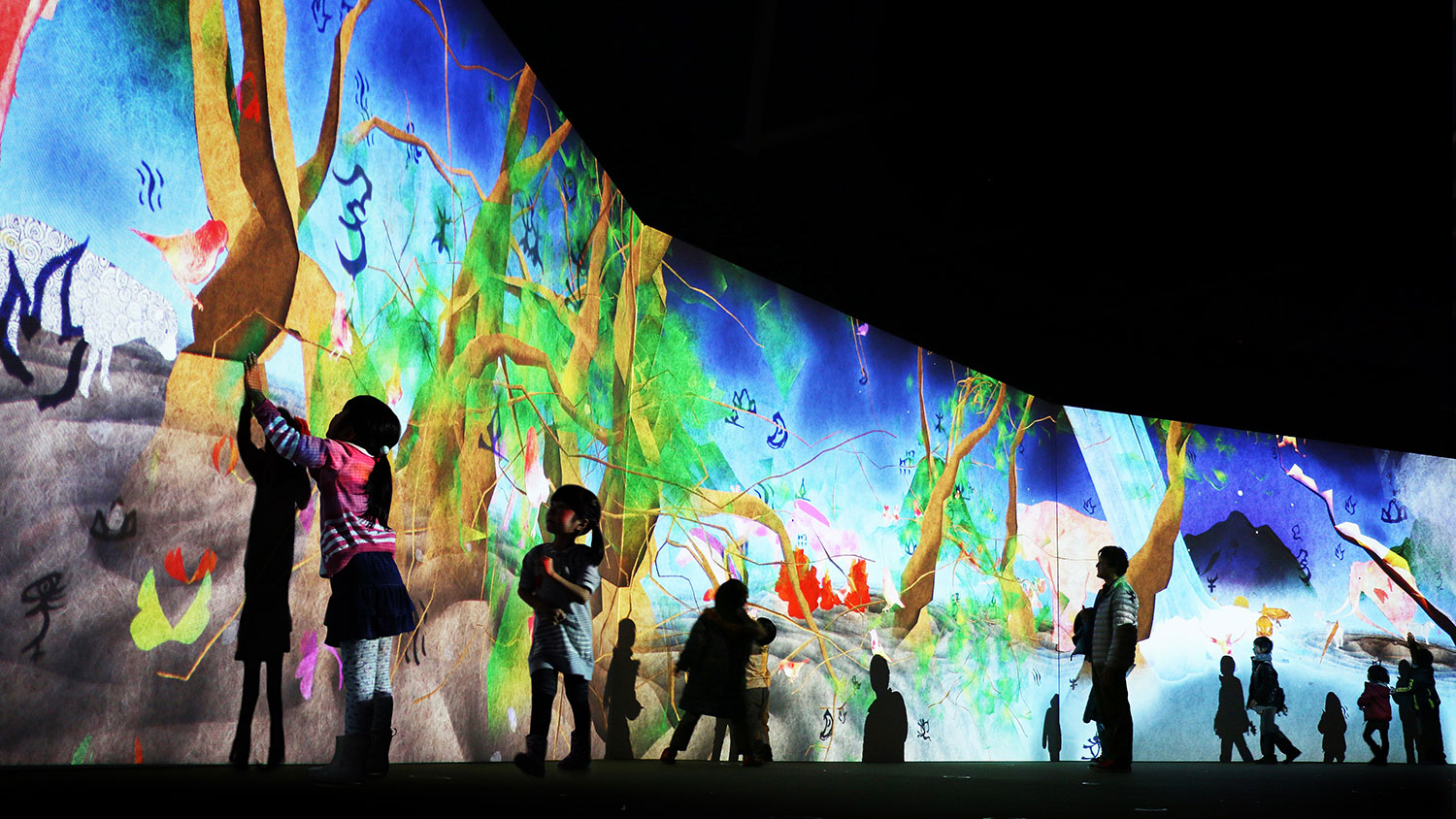 Story-of-the-Time-when-Gods-were-Everywhere-(Credit-to-teamLab)