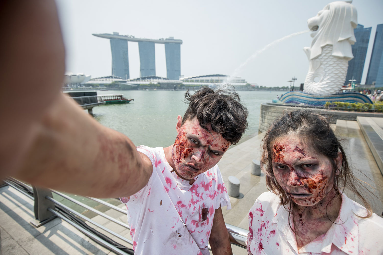 Zombies-taking-a-selfie-in-front-of-the-Merlion