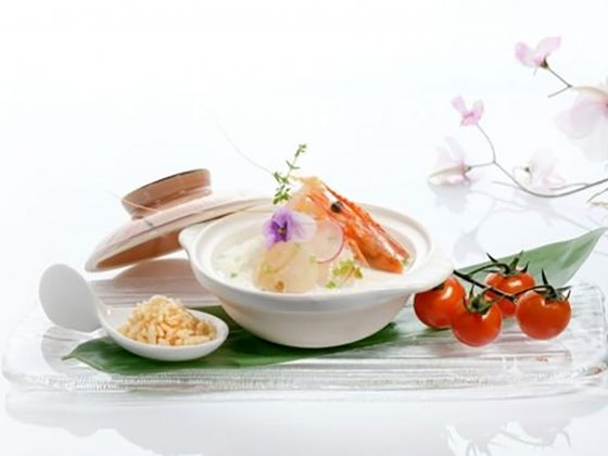 Poached-Rice-with-Seafood-in-Superior-Broth-served-with-Crispy-Rice